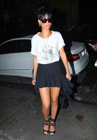 Rihanna-Rocks-High-Low-Hemline-4